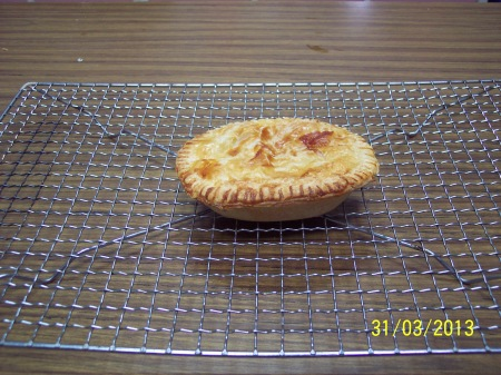 Home made traditional Aussie Meat Pie style. 31-3-13. This worked out a treat and tasted exactly right.